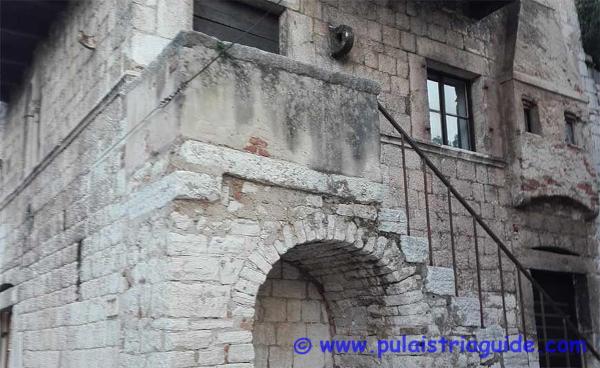 Visita guidata alla citt di parenzo for Casa di architettura gotica